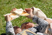 """""""Стопы мои направи.  Чтение лежа / Фотогалереи сайта Православие.Ru."""