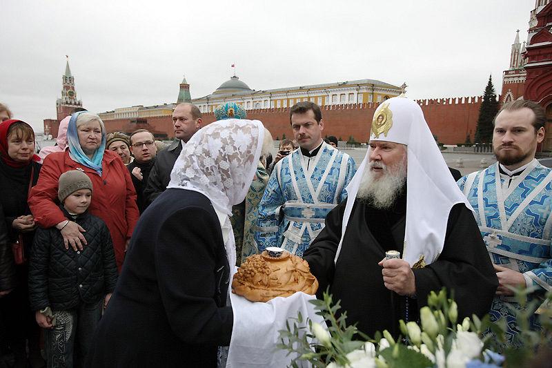 Патриаршее служение в Казанском соборе на Красной площади 4 ноября 2008 г.. Фото: Патриархия.Ru