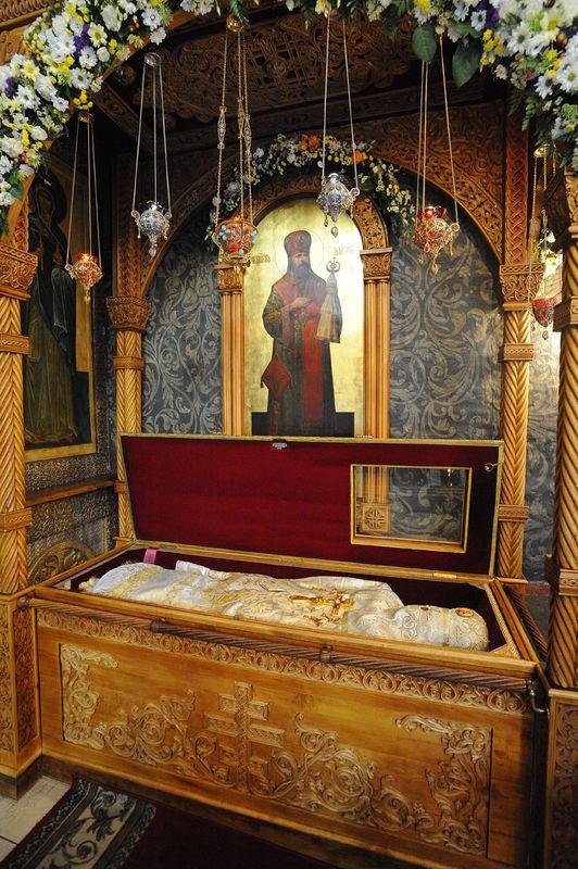 Рака с мощами священномученика Илариона (Троицкого). Фото: Виктор Корнюшин / Православие.Ru