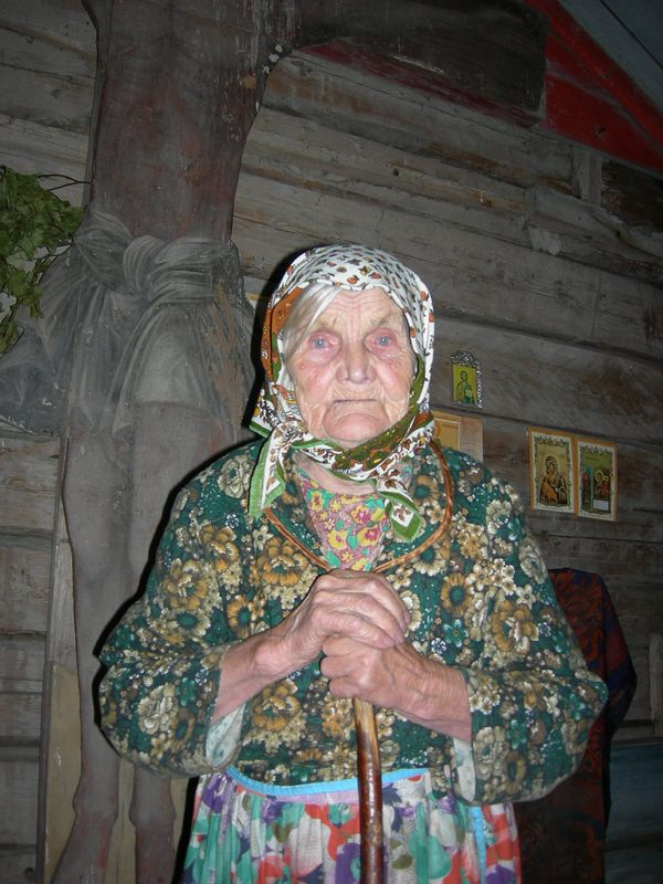 Бабушка шьет во сне