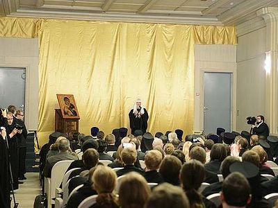 28 декабря 2013 года Святейший Патриарх Московский и всея Руси Кирилл совершилосвящение нового здания Сретенской духовной семинарии в Москве. Затем в актовом зале семинарии состоялась встреча Его Святейшества с преподавателями и студентами.