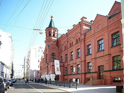 On July 26, His Holiness Patriarch Kirill of Moscow and All Russia visited the newly restored Eparchial (Diocesan) House in Moscow. The restoration of the historic compound was carried out as part of the Presidential program of celebrations devoted t