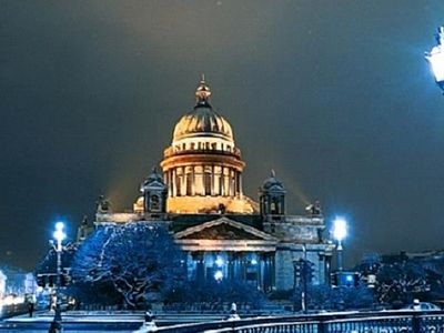 St. Isaac's Cathedral, St. Petersburg's largest Orthodox cathedral, opened its doors on 6 January for a Christmas Eve liturgy, for the first time since 1928.