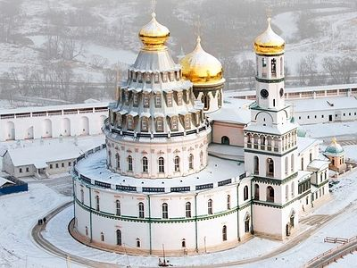 Situated in the town of Istra, which is about 40 kilometers (25 miles) west of Moscow, the monastery was founded in the 17th century by Patriarch Nikon.