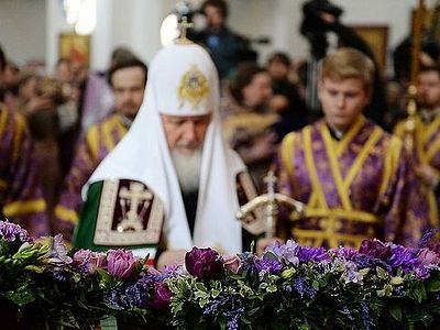 """There are no extraneous or false words in the Holy Scriptures,"" the patriarch noted. ""If the Lord says something, then it is true. If sorrows come to our life, even from our own mistakes and folly, we should accept them as a saving cross, the carryi"