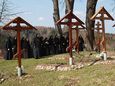 Archpriest Artemy Vladimirov speaks about what Radonitsa is, how to spend the day, and who to remember and who to commemorate.