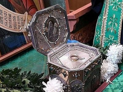In all approximately 315,000 people have venerated the relics of the holy elder Silouan the Athonite in Belarus and Russia. In Moscow around 65,000 people have venerated the relics of the saint and the same number of small icons of the saint were dis