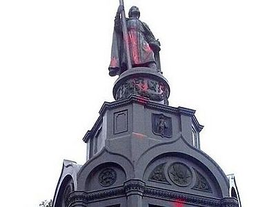 Vandals have desecrated the monument to the Holy Equal-to-the-Apostles Great Prince Vladimir in Kiev. The sculpture and relief images were damaged by red paint and the area near the pedestal is saturated with it.
