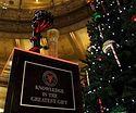 В США сатанисты установили статую в правительстве штата рядом с рождественской елкой