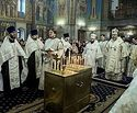 Во всех храмах Кузбасской митрополии вознесли молитвы о погибших при пожаре в торговом центре «Зимняя вишня»