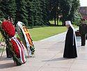 В День памяти и скорби Патриарший наместник Московской епархии возложил венок к могиле Неизвестного солдата у Кремлевской стены