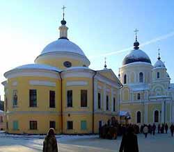 Автобусный тур в Покровский женский монастырь и Троице-Сергиева Лавра (из Казани).