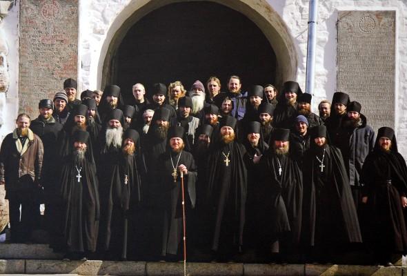 как познакомится с людьми из монастыря