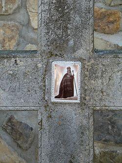 Загрузить увеличенное изображение. 600 x 800 px. Размер файла 181530 b.  На братском кладбище монастыря покоятся несколько иерархов Румынской Православной Церкви