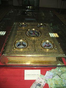 Загрузить увеличенное изображение. 600 x 800 px. Размер файла 138038 b.  Евангелие, подаренное императрицей Екатериной II