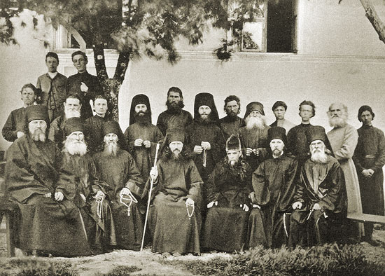 Игумен Никандр (Чуватин) с братией монастыря
