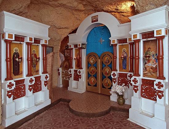 Интерьер пещерного храма. Фото: Юрий Данилевский
