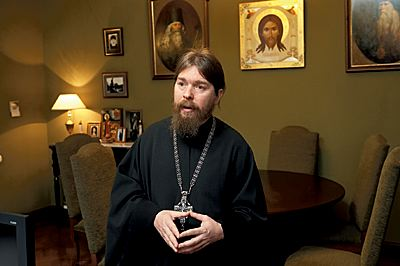 """Настоятель Сретенского монастыря в Москве отец Тихон заверяет, что он снял """"принципиально не антизападный"""" фильм"""