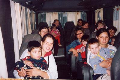 Маша с сотрудниками везет детей в храм
