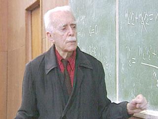 Профессор Владимир Щелкачев