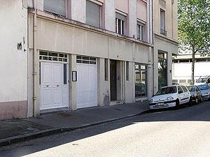 Церковь св.Иоанна Русского в Лионе. Многие православные храмы во Франции располагаются в квартирах или помещениях первых этажей жилых зданий