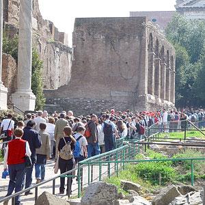 Туристы на улицах Рима