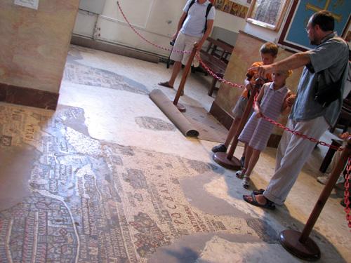 Рассматриваем мозаику с картой Святой земли в храме св. Георгия в Мадабе