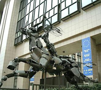 «Женщина на звере» («Похищение Европы»?) у здания Совета министров ЕС (Брюссель, Бельгия)