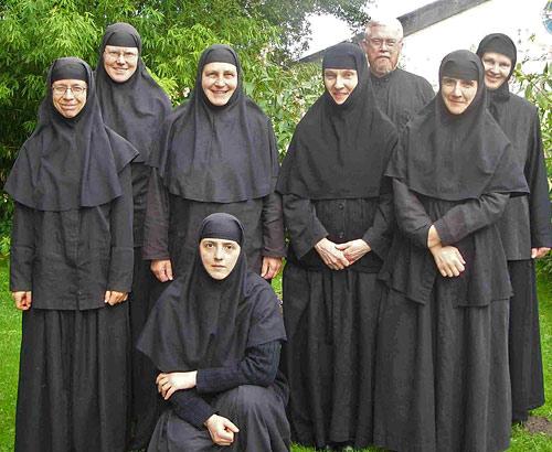 Архимандрит Мелетий и сёстры астенской обители