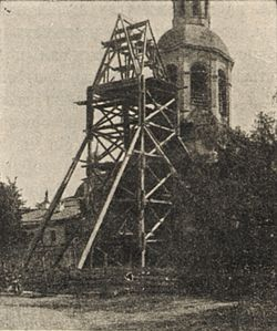 Строительные леса, возведенные рядом с колокольней Н.В. Подчиненновым. Фото 1907 г.