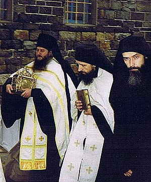 Слева направо: о. Николай (Генералов), о. Макарий (Макиенко), о. Кирион