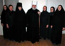 Владыка Мефодий с первыми насельницами монастыря
