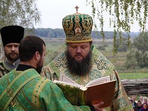 Архиепископ Лука Конотопский и Глуховский на богослужении в Глинской пустыни