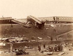 Загрузить увеличенное изображение. 780 x 598 px. Размер файла 116144 b.  Последствия крушения поезда (фотография 1888 года)