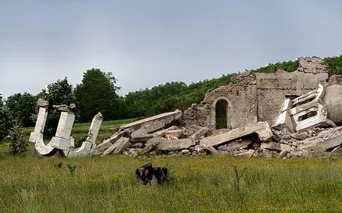 Разрушенный албанцами храм