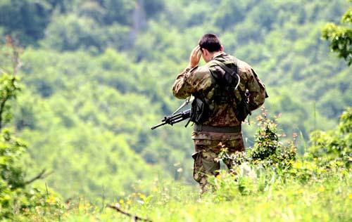 Итальянский солдат K-FOR в окрестностях монастыря Печка Патриаршия