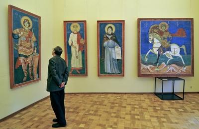 На выставке работ народного художника России Евгения Максимова