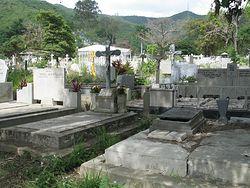 Загрузить увеличенное изображение. 1600 x 1200 px. Размер файла 1394410 b.  Русский участок на кладбище Каракаса