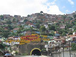 Загрузить увеличенное изображение. 1600 x 1200 px. Размер файла 1204119 b.  Трущобные окресности Каракаса