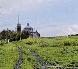 Храм в с. Селезни Тамбовской области, где служил о. Андрей Нечаев и где, справа от входа, находится его могила