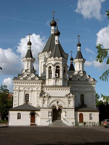 Церковь святого архистратига Божия Михаила при клиниках на Девичьем поле. Фото Олега Гусарова