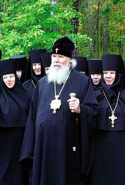 Загрузить увеличенное изображение. 800 x 533 px. Размер файла 139869 b.  Святейший Патриарх Алексий II в Пюхтицах с матушками