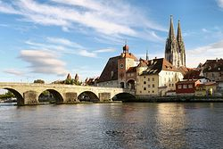 Загрузить увеличенное изображение. 1501 x 1001 px. Размер файла 1066545 b.  Регенсбург. Каменный мост