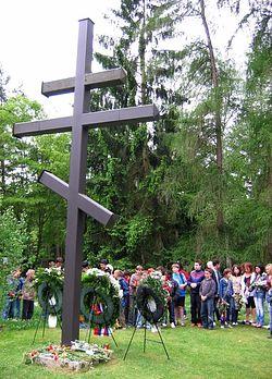 Загрузить увеличенное изображение. 600 x 800 px. Размер файла 130054 b.  Крест на немецком кладбище в Нюрнберге