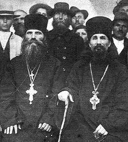 Архимандрит Алексий (Кабалюк) и архимандрит Виталий (Максименко) среди православных крестьян