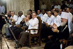 Митрополит Кирилл и Рауль Кастро во время выступления хора / Фото М. Родионова