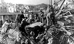 Загрузить увеличенное изображение. 524 x 332 px. Размер файла 105156 b.  Русские моряки на разборке развалин
