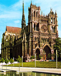 The Cathedral of Our Lady in Amiens (Notre Dame d'Amiens). Photo: S.P.A.D.E.M. – Editions d'art Yvon