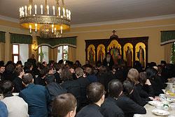 Загрузить увеличенное изображение. 700 x 469 px. Размер файла 116200 b.  Митрополит Николай со студентами Сретенской духовной семинарии