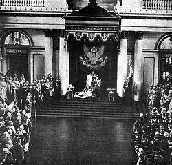 Загрузить увеличенное изображение. 522 x 350 px. Размер файла 42576 b.  Выступление Николая II перед депутатами государственной думы. Фото. 1906